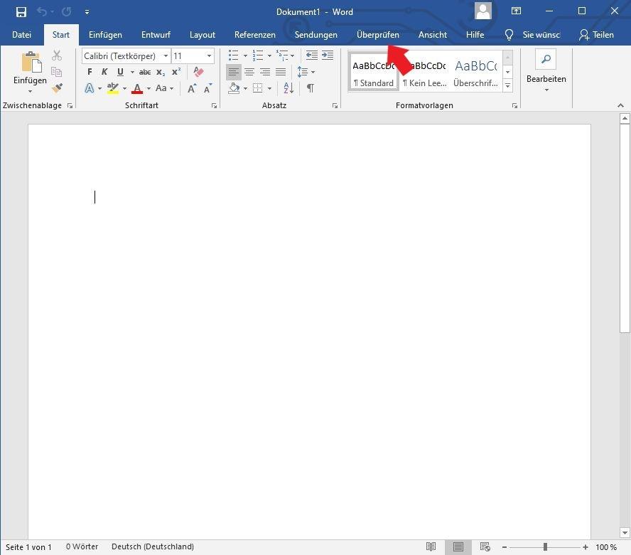 Microsoft Word: Klickt im oberen Menü auf den Reiter Überprüfen / Microsoft Office
